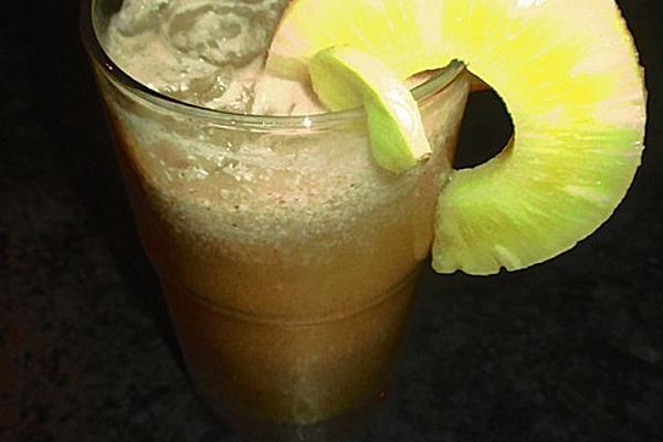 Orangen-Ingwer-Ananas-Kokos-Cocktail
